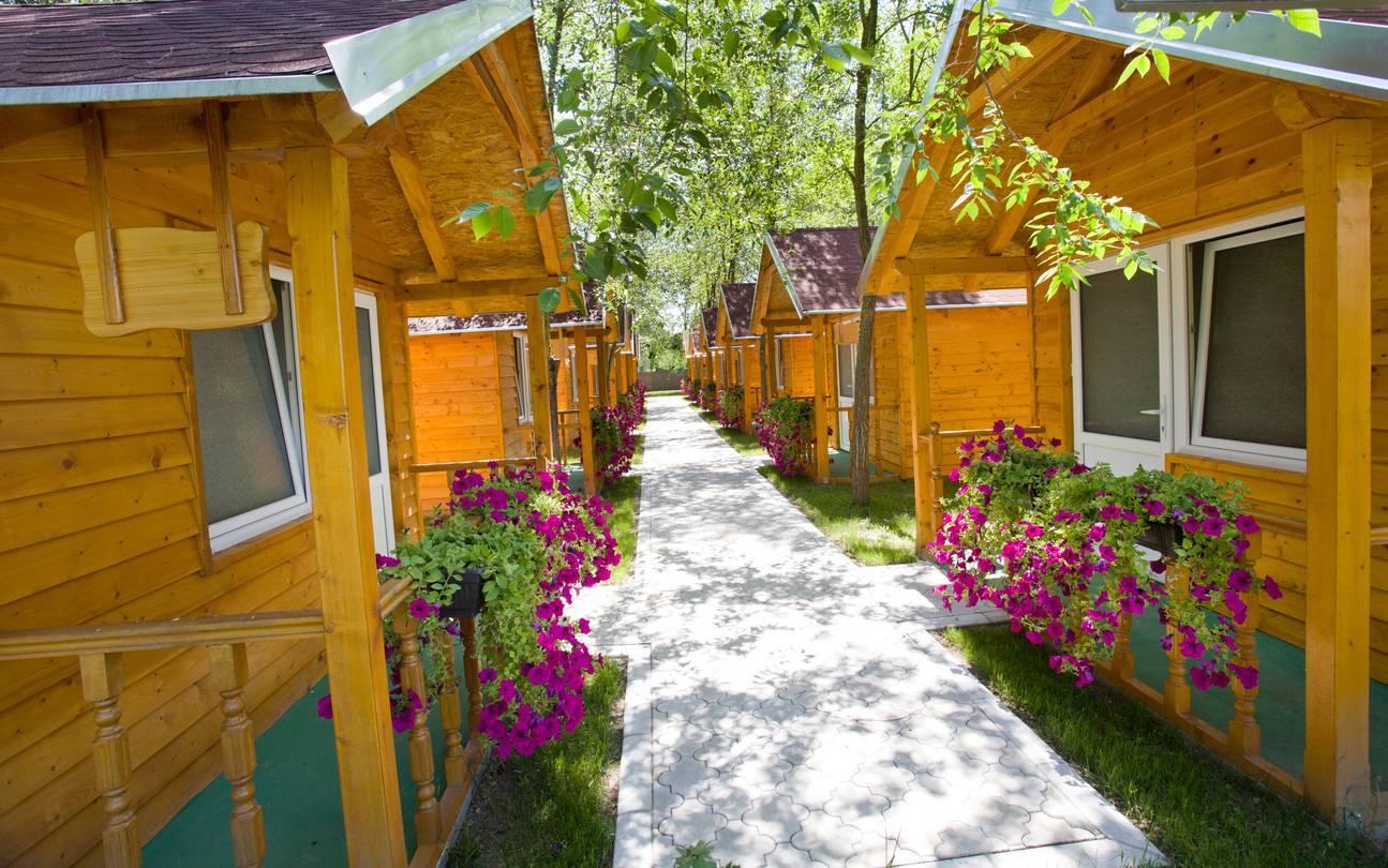 Le choix d'hébergement est essentiel pour des vacances en camping en famille.