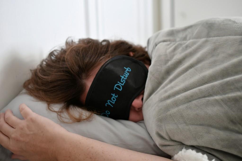 vacances et masque de sommeil